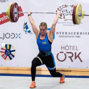 Ida Åkerlund, här i en snygg stöt, förbereder sig för årets EM i tyngdlyftning.