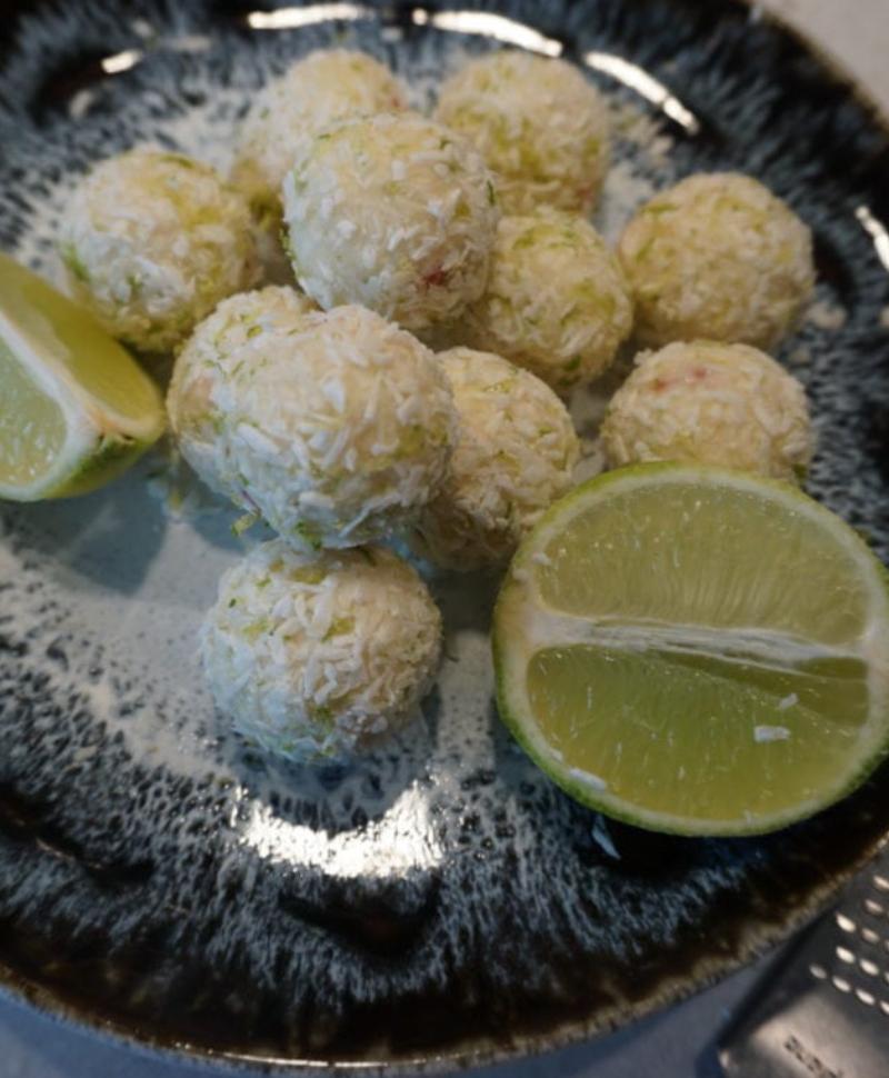 Proteinbollar med smak av jordgubb- och lime