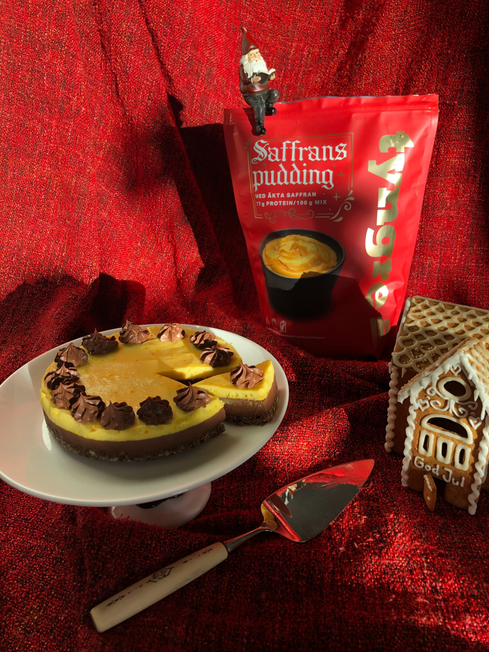 chokladtårta med saffranspudding